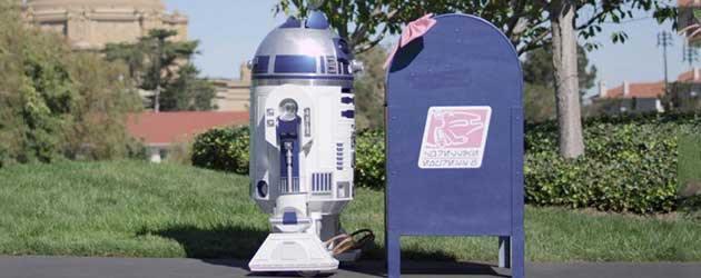 R2-D2 Is Verliefd...Op Een Brievenbus