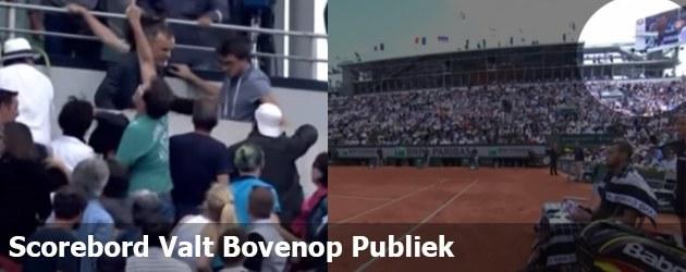 Scorebord Valt Bovenop Publiek
