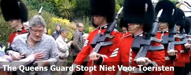 The Queens Guard Stopt Niet Voor Toeristen