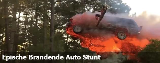 Epische Brandende Auto Stunt