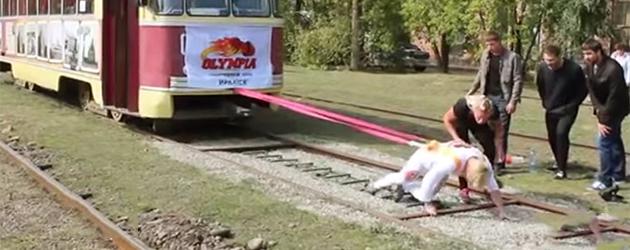 Trek Eens Aan Een Tram Van 17 Ton
