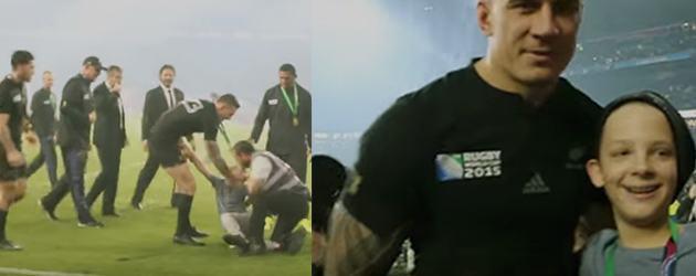 Kleine Rugby Fan Heeft De Dag Van Zijn Leven