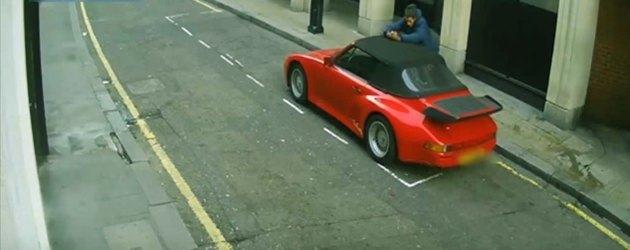 Prutsende Porsche Dief Druipt Af