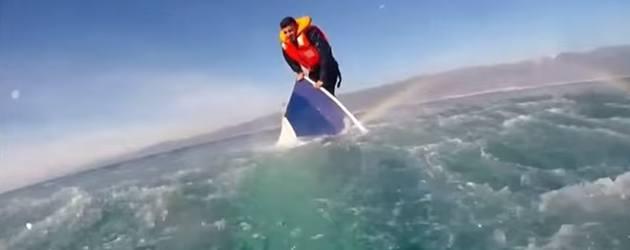 Bizar! Turkse Kustwacht Redt Vluchteling Van Zinkend Schip
