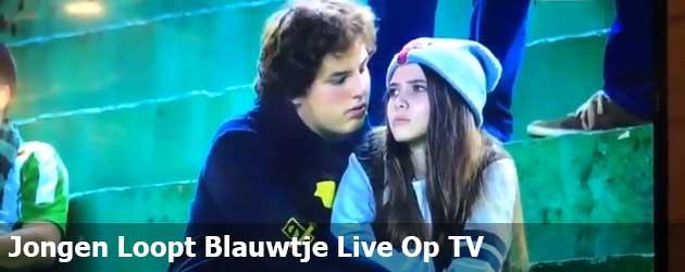 Jongen Loopt Blauwtje Live Op TV