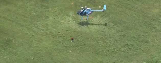 Helikopter Piloot laat even een boef struikelen