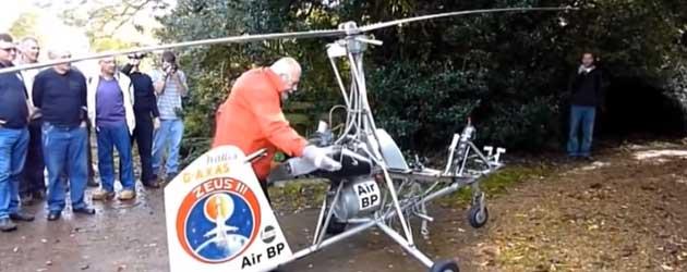 oude piloot zelfgemaakte helikopter