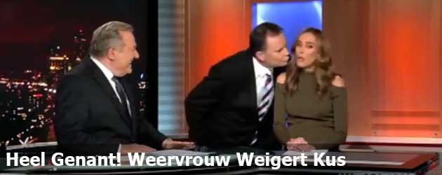 Heel genant! weervrouw weigert kus live op tv!