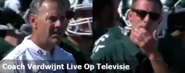 Coach verdwijnt live op televisie en het internet wordt gek