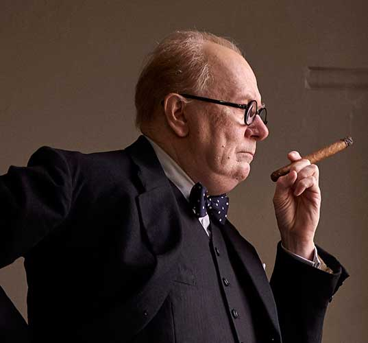 First Look! Gary Oldman onherkenbaar als Winston Churchill