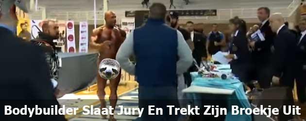 Stoere Bodybuilder Slaat Jury En Trekt Zijn Broekje Uit
