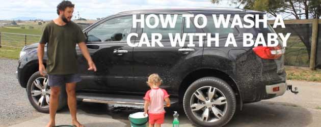 Hoe Je Een Auto Wast Met Een Baby