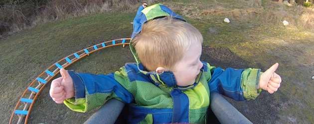 Papa Bouwt Achtbaan Voor Zoontje In De Tuin