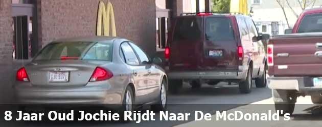 8 Jaar Oud Jochie Rijdt Naar De McDonald's
