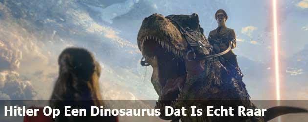 Adolf Hitler Op Een Dinosaurus Dat Is Echt Raar