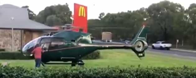 Man Gaat Burgertje Halen Met De Helikopter