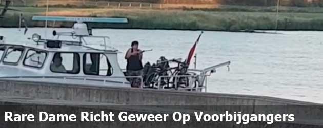 Rare mevrouw in Cuijk richt geweer vanaf boot op voorbijgangers