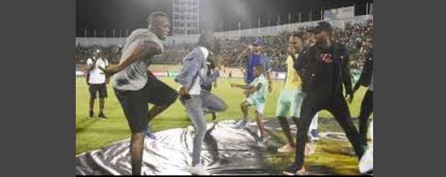 Usain Bolt doet een heerlijk dansje na zijn zoveelste overwinning