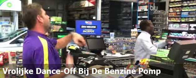 Vrolijke Dance-Off Bij De Benzinepomp
