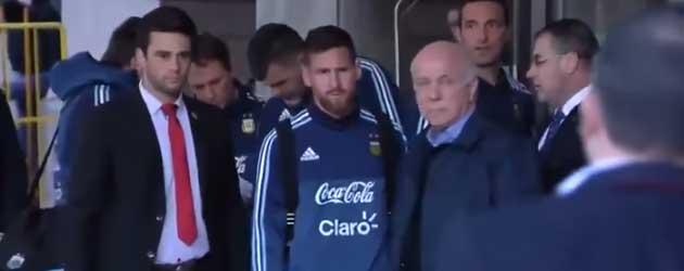 Lionel Messi Redt Jochie Van Bodyguard