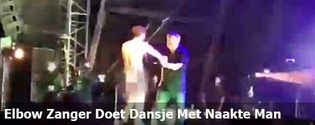 Elbow Zanger Doet Een Dansje Met Naakte Man