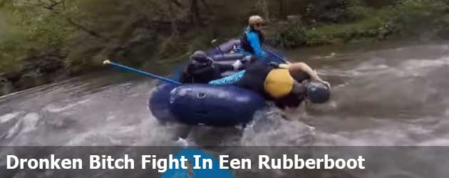 Dronken Bitch Fight In Een Rubberboot