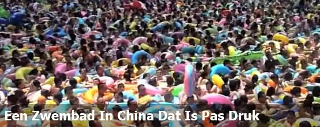 Een Zwembad In China Dat Is Pas Druk